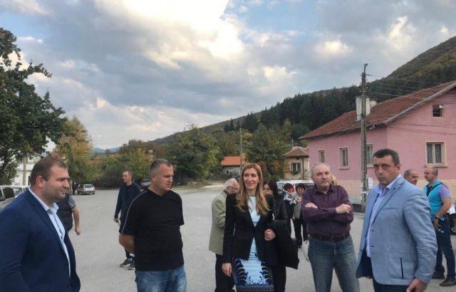 Николина Ангелкова се срещна с жители на самоковските села Доспей и Райово
