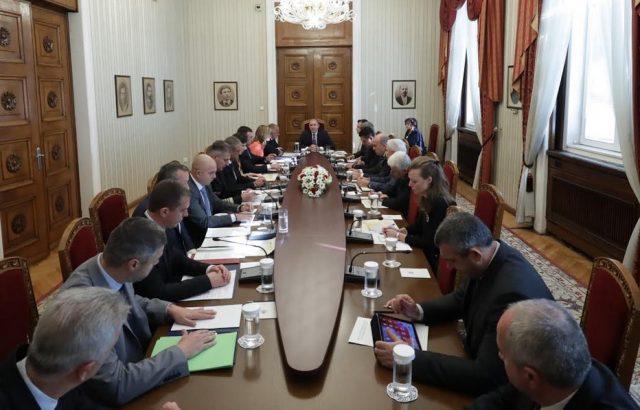 Радев: България да постави на Съвета на ЕС въпроса за план за в случай на мигрантски натиск