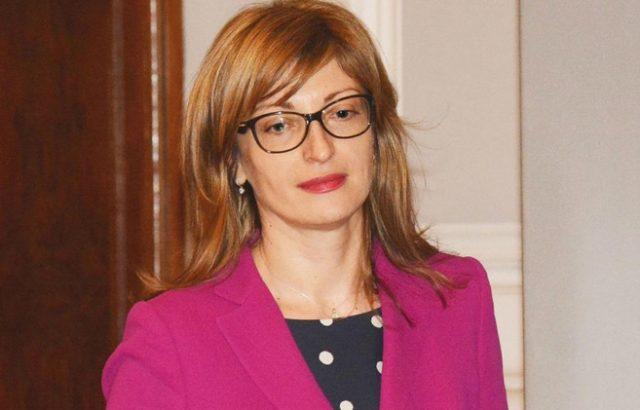 Захариева ще направи обръщение към участниците в Конференцията на почетните консули в България