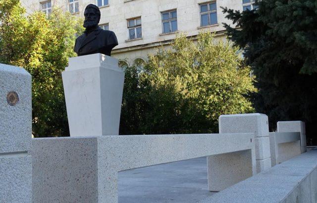 Нови пейки и кашпи красят вече центъра на Велико Търново