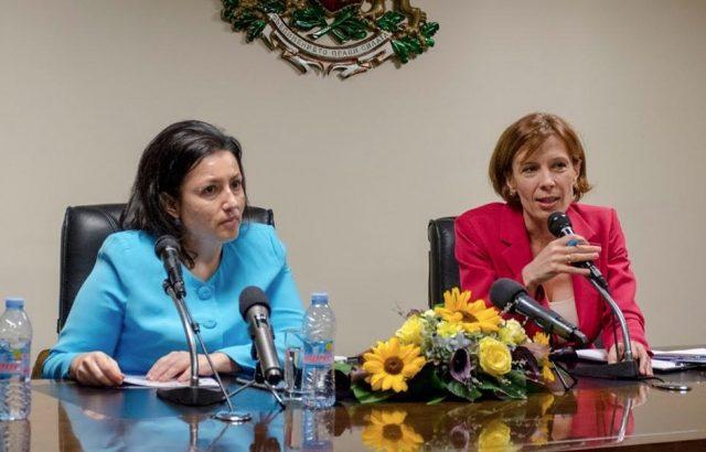 Министър Танева: Надежда Петкова е достоен кандидат за кмет на Добрич