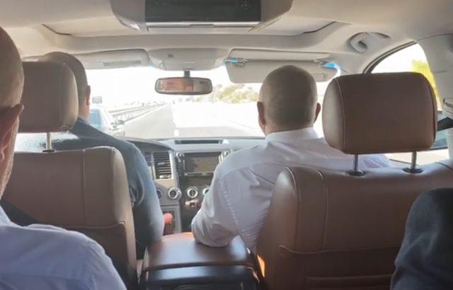 Борисов се прибира в София, слушайки блусъри