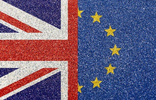 Британският парламент отложи гласуването на сделката за Брекзит
