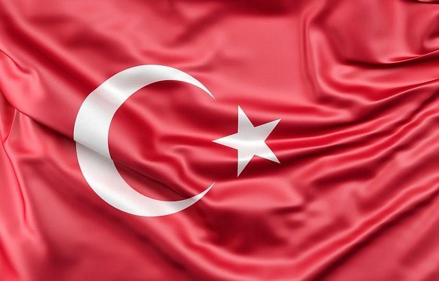 Турската лира остава стабилна въпреки американските санкции