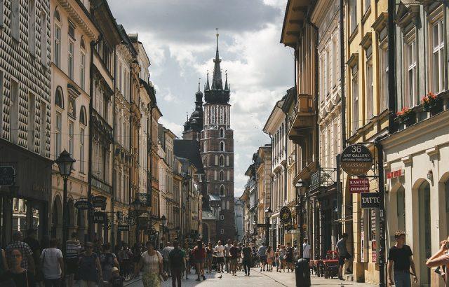 Управляващата в Полша партия печели изборите