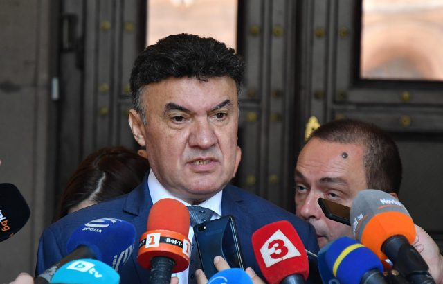 Обрат: Борислав Михайлов хвърли оставка