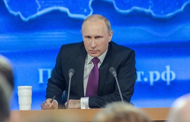 Макрон и Путин обсъдиха по телефона положението в Украйна и Сирия
